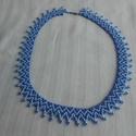 kék színű nyaklánc, Ékszer, Nyaklánc, Ékszerkészítés, Gyöngyfűzés, Középkék és világoskék 10/0  cseh kásagyöngyből készített fűzött gyöngy nyaklánc, amely csavaros ka..., Meska