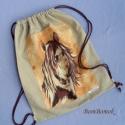 lovas hátizsák vagy tornazsák vászonból, Táska, Baba-mama-gyerek, Tarisznya, Hátizsák, Ez a hátizsák, avagy tornazsák, drapp színű vászonból készült, rajta egy lófej díszeleg.   Ha más al..., Meska