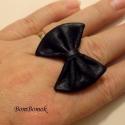 valódi bőr fekete masnis gyűrű , Ékszer, Gyűrű, Csináltam már többféle anyagból masnis gyűrűt, de bőrből még nem.  Itt az első bőr masni..., Meska