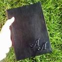 valódibőr tanári napló, monogrammal, Naptár, képeslap, album, Jegyzetfüzet, napló, A képen lévő valódibőrrel borított naplót egyedi kérésre monogrammal gerincbordázattal készítettem. ..., Meska