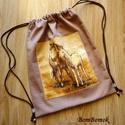 lovas hátizsák vagy tornazsák vászonból, Táska, Baba-mama-gyerek, Tarisznya, Hátizsák, Ez a hátizsák, avagy tornazsák, mogyoró színű erős vászonból készült, rajta két ló díszeleg.   Ha má..., Meska