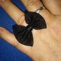 fekete masnis gyűrű tüllből, Ékszer, óra, Gyűrű, Ez borbelym  megrendelésére készül masnis gyűrű, fekete tüllből.  Sok-sok masnis alkotásom van folya..., Meska