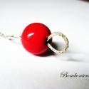 Csipkebogyó medál, Kerámiagyöngyből készült egyszerű kis medál...