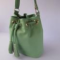 Mini vödör táska, bucket bag, valódi bőr válltáska, Ruha, divat, cipő, Táska, Válltáska, oldaltáska, Marhabőrből készült kis méretű vödörtáska, különleges zöld színben. Ideális választás, amikor nem sz..., Meska