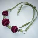 Elegancia - bordó és halvány zöld szaténgyöngy nyaklánc, Ékszer, óra, Nyaklánc, Ékszerkészítés, Íme újabb szaténgolyós statement nyakláncom, melyet szintén különleges alkalmakra ajánlok viselni. ..., Meska