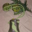 Mobiltok, Pénztárca, tok, tárca, Mobiltok,  2 színű zöld borjúbőrből készítettem-e terméket, melyen egy madárka található.  Nyakba akaszthatós,..., Meska