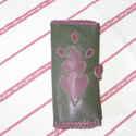 Lila a zöldön zsebkendőtartó, Táska, Pénztárca, tok, tárca, Zsebkendőtartó, Zöld kecskebőrön egy lila életfa motívum található, mely dísze e zsebkendőtartónak. Belül 2 rekeszes..., Meska