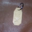 Kis bagoly, Mindenmás, Férfiaknak, Kulcstartó, Marhabőr alapon nyomott mintával díszített kulcstartó, mely díszként funkciónál.  Bagoly minta talál..., Meska