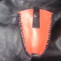 Fekete-piros kihúzós kulcstartó , Borjúbőrből készült a régi idők divatját i...