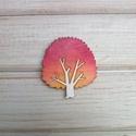 Őszi fa bross, kitűző, Ékszer, óra, Bross, kitűző, Saját terv alapján készült kézzel festett fa bross, kitűző.  Anyaga: 3mm-es rétegelt nyár Mérete: 2,..., Meska