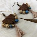 Bézs és kék fa fülbevaló kermámia göngyökkel, Ékszer, Fülbevaló, Könnyű, bohém viselet bármikor.  - saját tervezésű fa forma dióra pácolva - különleges kerámiagyöngy..., Meska