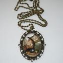 A Kalapos - óriás medálos réz Alice in Wonderland nyaklánc, Ékszer, Nyaklánc, A nagyobb méretű medálok kedvelőinek ajánlom ezen Alice-láncomat. :)  Egy igen szép, 4,5x5,5cm-es ov..., Meska