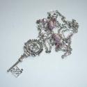 Titkok nyitja - rózsaszín-ezüst vintage nyaklánc szép kulcs medállal, Ékszer, Nyaklánc, Ismét egy nagyon romantikus lánynak készítettem láncot... talán gazdájára lel. (Részben ez is kapcso..., Meska