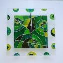 Zöld körök - egyedi festett üveg falióra, Modern, viszonylag egyszerű  geometrikus mintáva...