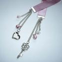 Titkos szerelem - rózsaszín szatén könyvjelző ezüsttel, A textil-könyvjelzők kedvelőinek készítettem ...
