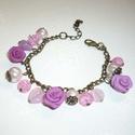 Romantika - réz karkötő rózsákkal, gyöngyökkel, Ékszer, Karkötő, Egy bájos, romantikus karkötőt készítettem  3db, saját készítésű, különböző árnyalatú rózsaszín-cikl..., Meska
