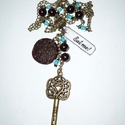 Csokis süti kulccsal - réz Alice nyaklánc türkiz, barna gyöngyökkel, Ékszer, Nyaklánc, Íme Alice in Wonderland sorozatom új tagja. :)  Egy szép, 5,5cm-es réz kulcs függőt, egy saját készí..., Meska