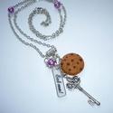 Csokis keksz kulccsal és gyümölcs-teával - nyaklánc - Alice in Wonderland, Ékszer, Nyaklánc, Újabb sütis-kulcsos nyakláncot készítettem, Alice-rajongóknak. :)  A nyaklánchoz a medált az alábbia..., Meska