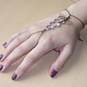 Szitakötö - rózsaszín, réz karkötő-gyűrű (kézfejkarkötő), Ékszer, Karkötő, Gyűrű, Elkészítettem egy szitakötős változatát az újfata karkötő-gyűrűnek (kézfejkarkötőt), ezúttal halvány..., Meska