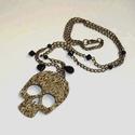 """Arany virágos koponya fekete gyöngyökkel - nyaklánc, Ékszer, Nyaklánc, Újabb steampunk nyakláncot készítettem, most egy """"kisebb"""" virágos mintázatú koponya függővel arany-f..., Meska"""