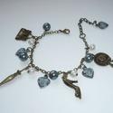 Vintage divat - réz, kék csüngi-büngis karkötő, Ékszer, Karkötő, Ismét készítettem egy romantikus, nőies karkötőt mindenféle divatos csüngi-büngivel. :)  A karkötő a..., Meska