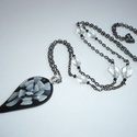 Fekete, fehér, igen, nem - üvegmedálos hosszú nyaklánc, Ékszer, Nyaklánc, Kivételesen fekete, inkább sötétszürke (angolul: 'gunmetal') szerelékekkel készítettem el ezt a nyak..., Meska