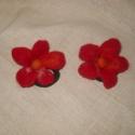 Piros hajgumi, Magyar motívumokkal, Ruha, divat, cipő, Hajbavaló, Hajgumi, Nemezelés, 6 cm-es virág , egyedi dísze lehet  egy kislány fizurájámak.Piros virág kicsi narancssárga díszítés..., Meska