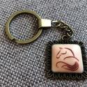 Lovas kulcstartó, Ékszer, Süthető gyurma felhasználásával készített, vektor ló mintájú kulcstartó.   A kulcstartó ..., Meska