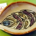 Toll tál, Dekoráció, Kerámia, Rusztikus toll formájú tálat készítettünk, hasonló mintával. Lehet benne kínálni bon-bont, egyéb éd..., Meska