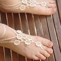 Horgolt lábdísz, Ruha, divat, cipő, Ékszer, óra, Cipő, papucs, Esküvői ruha, Horgolás, Apró virágos, ekrü lábdísz. Igazi nyári lábviselet, akár a strandra, akár lakodalomba...:) Más szín..., Meska