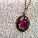 Rózsaszín liliom  -   antik medálos nyaklánc, Ékszer, Ruha, divat, cipő, Esküvő, Nyaklánc, Ékszerkészítés, Saját készítésű, romantikus , szép és egyedi . Antíkolt bronz medálalapban rózsaszínű liliom    lát..., Meska