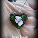 Ásványos szív medál, Ékszer, Gyurmából készült szív medál. A medál közepébe 3db rózsa kvarc került. A lánc és szerelék antiallerg..., Meska