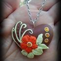 Virágos szív medál, Ékszer, Medál, Nyaklánc, Barna szív medál. Narancssárga virág vajszínű levelek és indák valamint borostyánsárga strassz díszí..., Meska