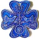 Kalotaszegi kék kerámia kereszt, Képzőművészet, Szobor, Kerámia, Kerámia, A keresztet a hagyományos kalotaszegi mintakincs díszíti. A fehér agyagot pedig fazekas kék mázzal ..., Meska