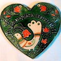 Anyák napjára, Magyar motívumokkal, Képzőművészet, Szobor, Kerámia, Kerámia, Ez a szív anyák napjára készült. A fehér agyagot piros, fehér, zöld máz díszíti. A motívumkincs Kal..., Meska