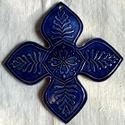 Orbaiszéki- Háromszéki székely kerámia kereszt, Dekoráció, Magyar motívumokkal, Képzőművészet, Szobor, Kerámia, A keresztet a hagyományos székelyföldi mintakincs díszíti. A fehér agyagot pedig kék mázzal díszíte..., Meska