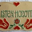 Isten hozott tábla, Magyar motívumokkal, Képzőművészet, Szobor, Kerámia, Kerámia, A táblát hagyományos székelyföldi mintakincs díszíti. A fehér agyagot pedig fazekas zöld, piros és ..., Meska