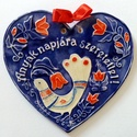 Anyák napjára, Magyar motívumokkal, Képzőművészet, Szobor, Kerámia, Ez a szív anyák napjára készült. A fehér agyagot piros, fehér, kék máz díszíti. A motívu..., Meska