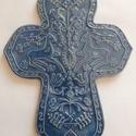 Marosszéki székely kék kerámia kereszt, Dekoráció, Magyar motívumokkal, Képzőművészet, Szobor, Kerámia, A keresztet a hagyományos székelyföldi mintakincs díszíti. A fehér agyagot pedig kék mázzal díszíte..., Meska