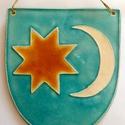 Székely címer plakett, Képzőművészet, Szobor, Kerámia, A plakett fehér agyagból készült. Türkiz, fehér és sárga mázzal díszítettem.  14 x 10 cm, Meska