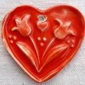 Tulipános piros szív, Dekoráció, Ünnepi dekoráció, Karácsonyi, adventi apróságok, Kerámia, Az szívet fehér agyagból készítettem, majd kerámiamázzal díszítettem. Ajánlom szeretettel! kérés sz..., Meska