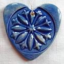 Kék szív élet virága motívummal, Az szívet fehér agyagból készítettem, majd ke...