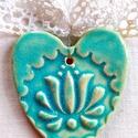 Türkiz tulipános szív, Az szívet fehér agyagból készítettem, majd ke...