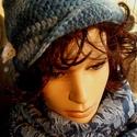 Marinara horgolt sapka/kalap körsállal, Ruha, divat, cipő, Kendő, sál, sapka, kesztyű, Békebeli stílusú, horgolt, aszimmetrikus, kék, színátmenetes kalap.  Pamut és akril keverék fonálból..., Meska