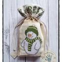 """""""Jenő, a hóember"""" mikulás zsák keresztszemes díszítéssel, Karácsonyi, adventi apróságok, Karácsonyi dekoráció, Ajándékzsák, Varrás, Anyaga: pamutvászon Mérete: 25 x 22 cm Kiváló egyedi ajándék, különleges és környezetkímélő csomago..., Meska"""