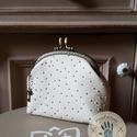"""""""Fehér csoki"""" 12 cm-es csatos pénztárca textilbőrből, Táska, Pénztárca, tok, tárca, Pénztárca, Zsebkendőtartó, Varrás, A pénztárca zsebkendő tartóként vagy illatszerek tárolására is használható. Pénztárca legnagyobb sz..., Meska"""