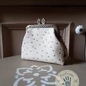 """""""Fehér csoki"""" 8,5 cm-es csatos pénztárca textilbőrből, Táska, Pénztárca, tok, tárca, Pénztárca, Zsebkendőtartó, Varrás, A pénztárca zsebkendő tartóként vagy illatszerek tárolására is használható. Pénztárca legnagyobb sz..., Meska"""