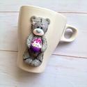 Cupcake édes maci Tatty Teddy maci bögre (süthető gyurma), Dekoráció, Konyhafelszerelés, Szerelmeseknek, Bögre, csésze, Gyurma, Süthető gyurmával díszített bögre, mely a híres Tatty Teddy mackót ábrázolja kezében egy igazi ínyc..., Meska