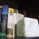 BoxStone - dekor kocka, Dekoráció, Otthon, lakberendezés, Képzőművészet, Szobor, Dekor kocka carrarai márványból, akár könyvtámasznak is. Mérete: 10x10x10 cm, Meska