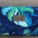 """Dzsungel mintás vízálló """"KRISZTI"""" kártyatartós női pénztárca, Igazi nyári hangulatú kék alapon zöld levél m..."""